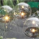 Drijvende lichtbollen
